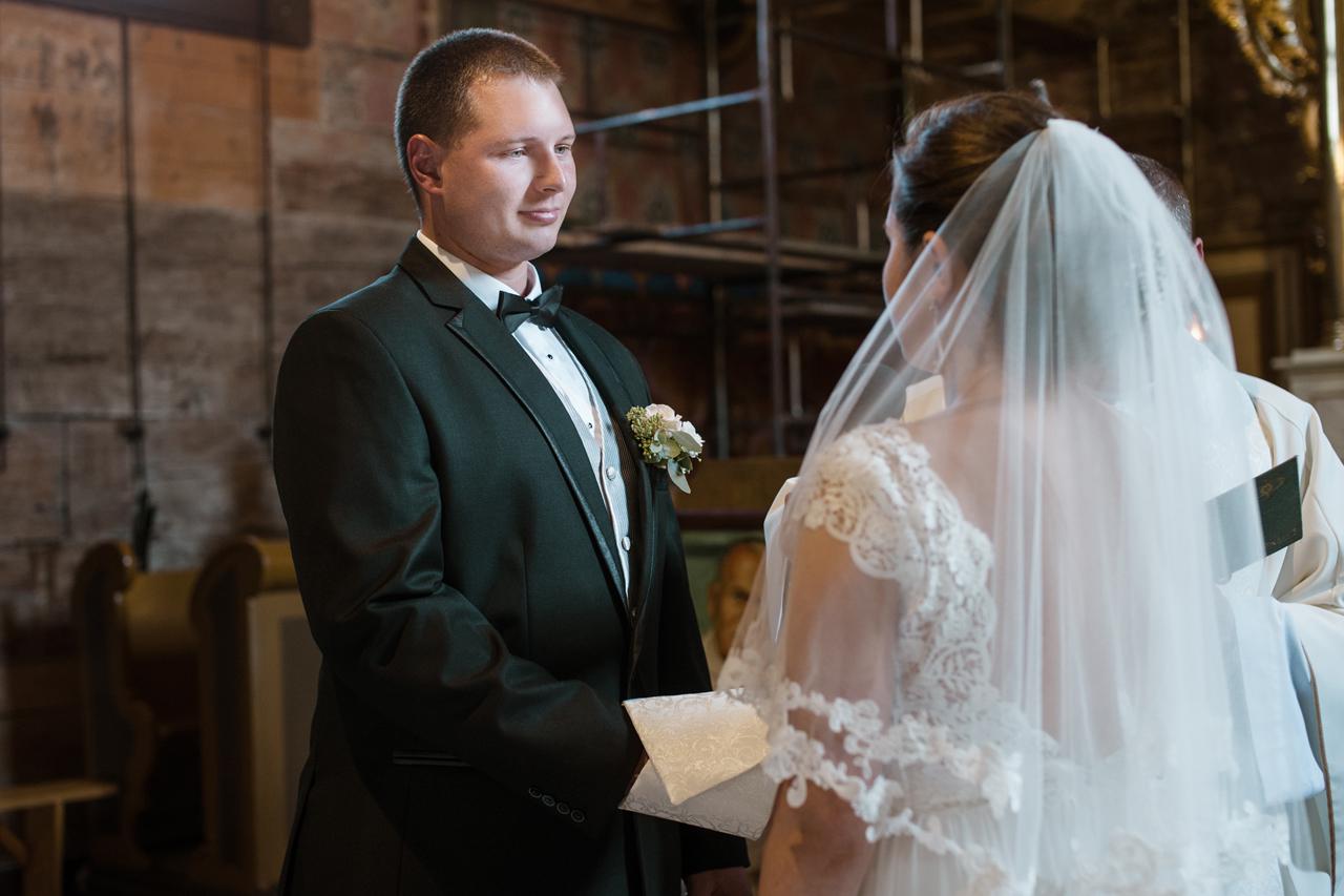 fotografia ślubna romantyczne wesele kościół mętków