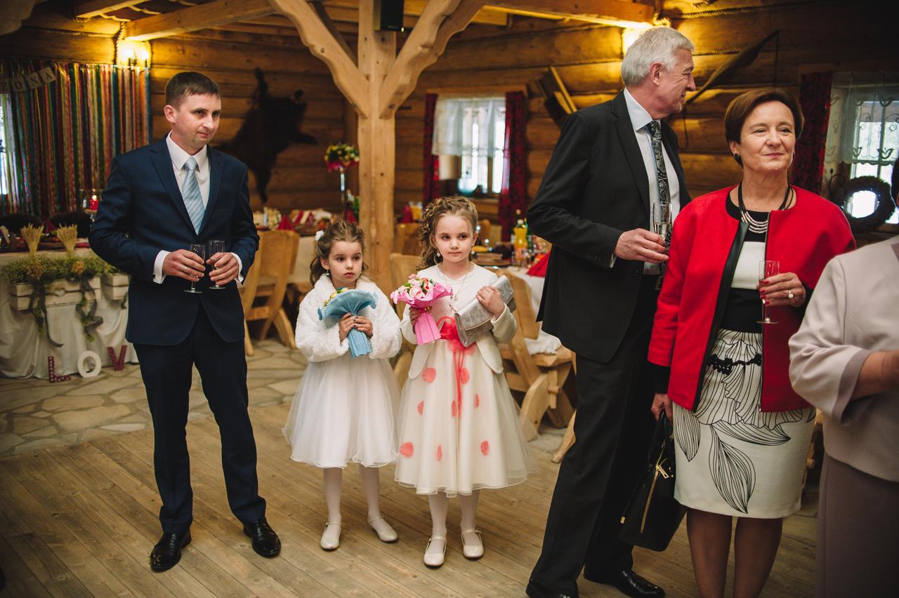 rustykalne wesele folkowe przyjęcie fotografia ślubna 2flyteam borowa chata